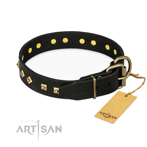 Rust-proof fittings on genuine leather collar for fancy walking your pet
